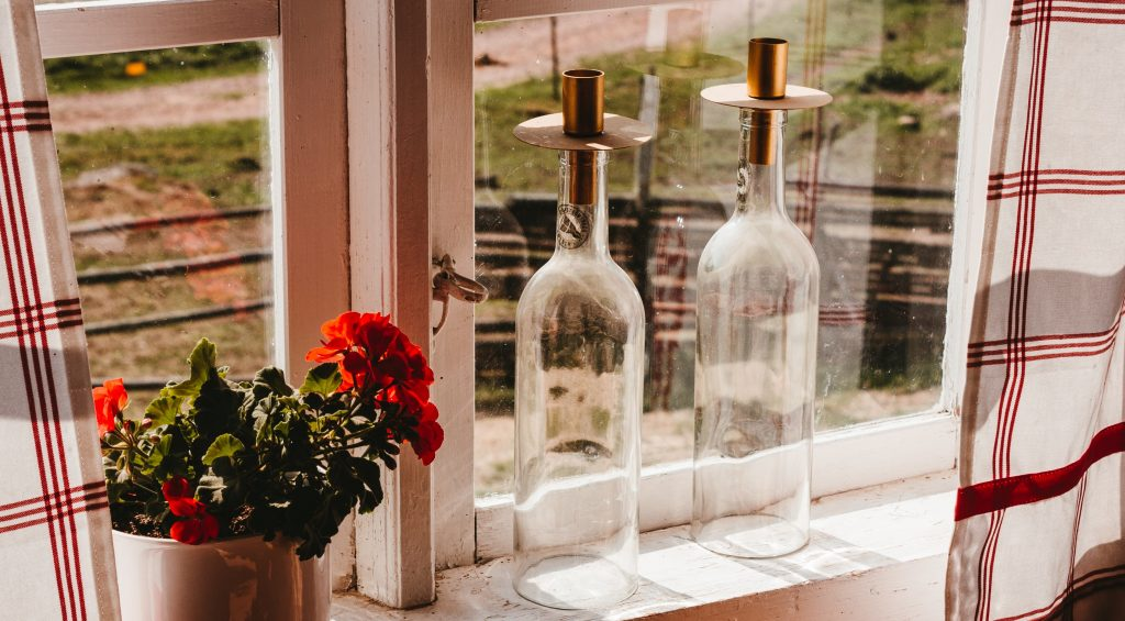 Turn wine bottles into candle holders - SECCO Wine Club